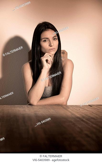 young darkhaired girl sitting on a table - 21/12/2015