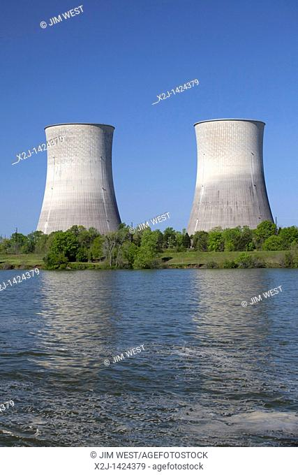 Spring City, Tennessee - The Tennessee Valley Authority's Watts Bar Nuclear Generating Station on the Tennessee River  Unit 1 produces electrical power and...