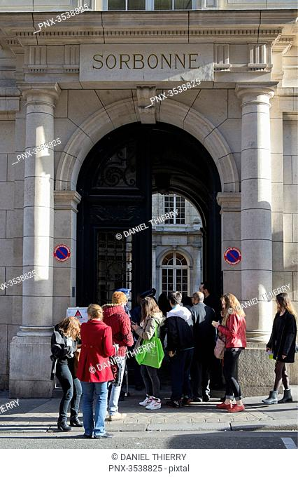 France. Paris 5th district. The Latin Quarter. The Sorbonne. Entrance of the university, rue de la Sorbonne