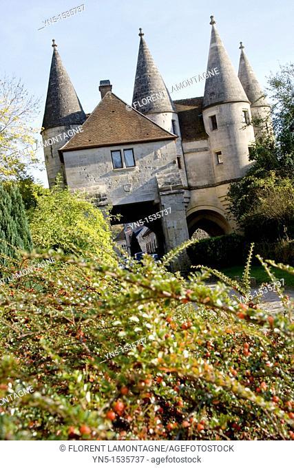 France, Picardie province, Aisne, Longpont, castle, entrance of the village