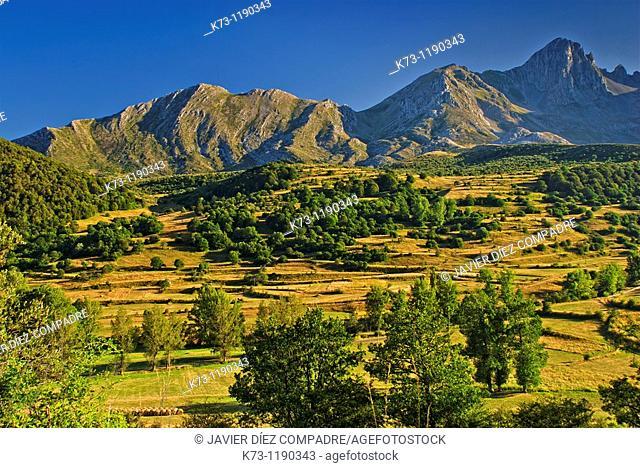 Mampodre Massif. Picos de Europa Regional Park. Maraña. Leon Province. Castilla y Leon. Spain
