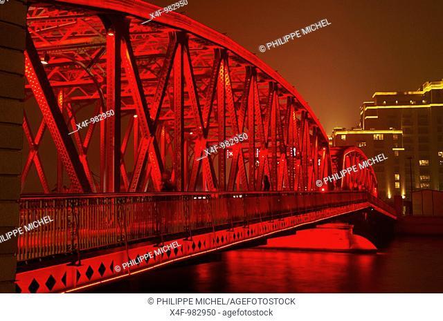 Waibaidu Bridge (aka Garden Bridge) on the Bund, Shanghai, China
