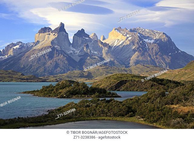 Chile, Magallanes, Torres del Paine, national park, Cuernos del Paine, Lago Pehoe,