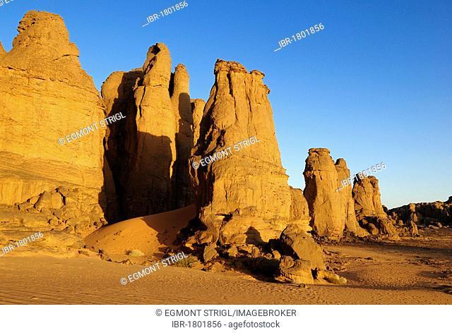 Rocky desert landscape at El Ghessour, Tassili du Hoggar, Wilaya Tamanrasset, Algeria, Sahara, Africa