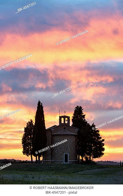 Cappella della Madonna di Vitaleta, chapel at sunset, afterglow, Val D'Orcia, Tuscany, Italy