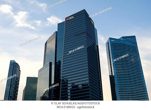 Singapore, Republic of Singapore, Asia - Modern skyscrapers are lining up along Singapore's business district in Marina Bay