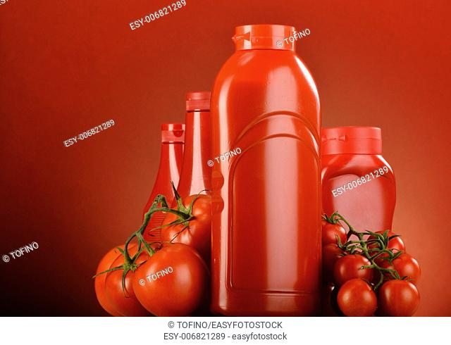 Composition with ketchup and fresh tomatoes