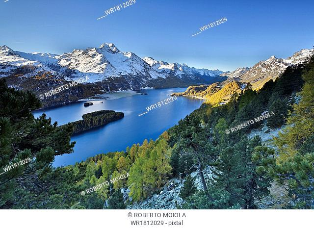 Lake Sils, between Maloja Pass and Lake Silvaplana, overlooked by several mountains over 3000 metres, Graubunden, Switzerland, Europe