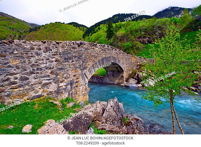 france,65,hautes pyrénées : gavarnie gave, stone bridge