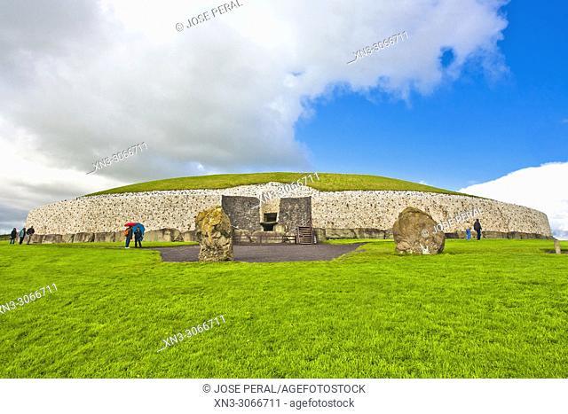 Newgrange, Brú na Bóinne Archaeological Ensemble of the Bend of the Boyne, prehistoric monument, Neolithic period, County Meath, Ireland, Europe