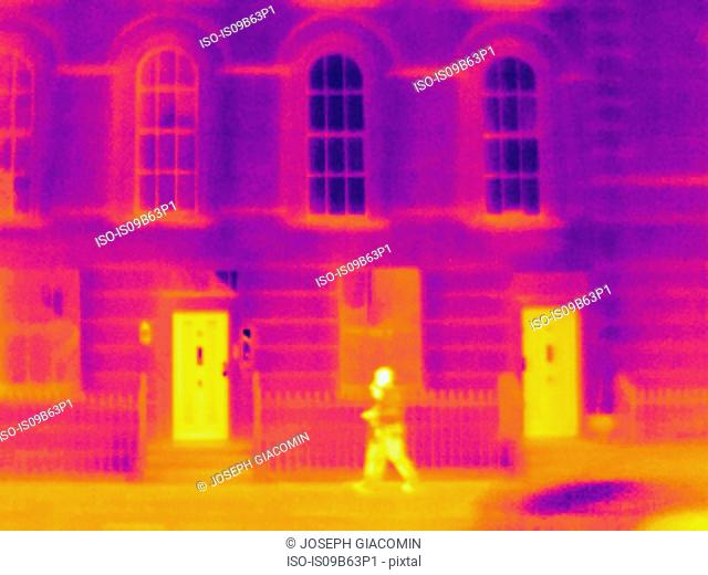 Thermal photograph of two tourists walking along sidewalk, London, UK