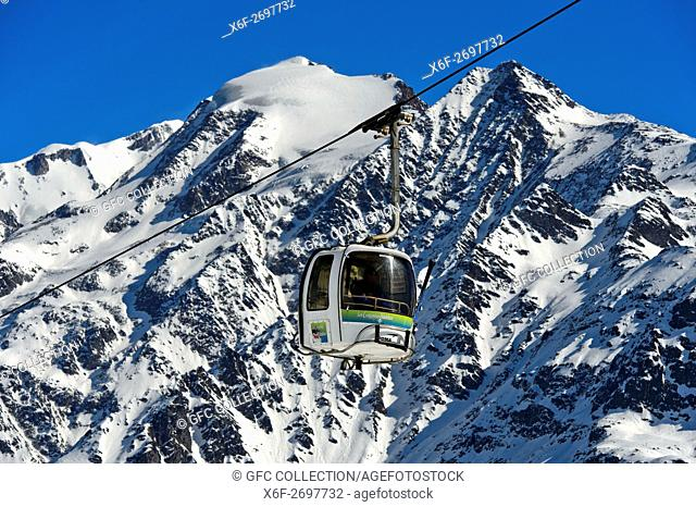 Cable car against the Mont Blanc massif in the skiing area Les Contamines-Montjoie, Haute-Savoie, France