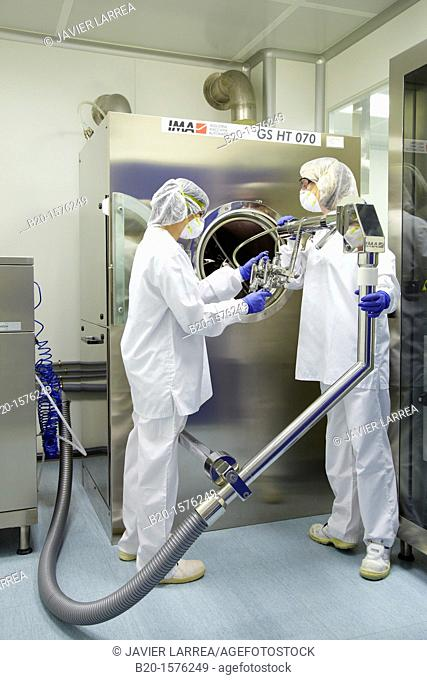 Technicians preparing a tablet coating process, Clean room, Pharmaceutical plant, Drug manufacturing plant, Research Center, Pharmacy, Area Health