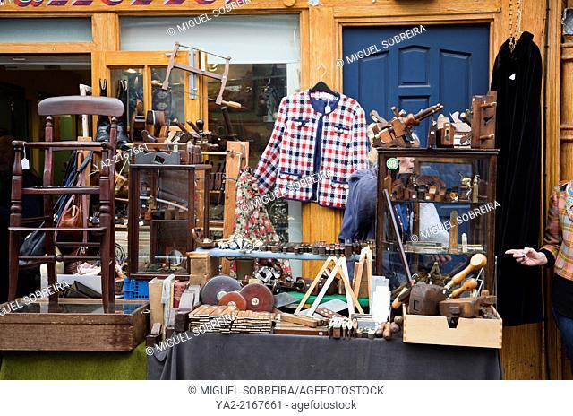 Portobello Rd Market in Nottinghill Gate - London W11 - UK
