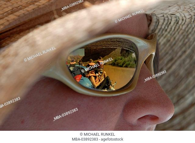 Woman, straw hat, face, detail, sun glass, reflection, rafting-boat, glasses, mirror-glasses, plate-glass, symbol, river, boat, dinghy, Rafting, rafting-trip