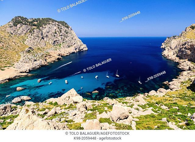 recreational enbarcaciones, Cala Figuera Beach, Formentor Peninsula, Pollensa. Natural Park of the Sierra de Tramuntana. Mallorca. Balearic Islands