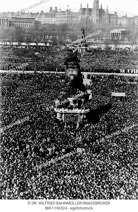 Reception of Adolf Hitler on March 15th 1938 at the Heldenplatz Heroes' Square, Vienna, Austria, Europe, historical photo