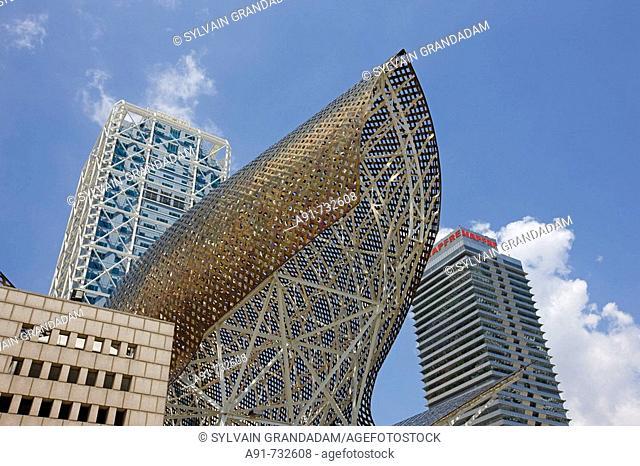 Spain, Catalunya, Barcelona, Barceloneta, Hotel Arts and Torre Mapfre in background