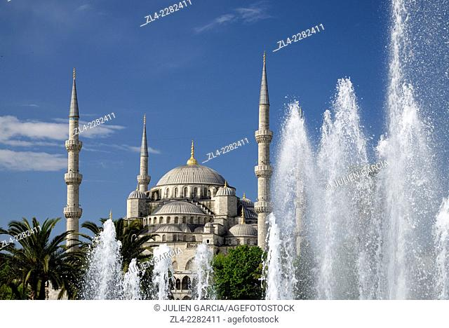 Blue Mosque (Sultanahmet Camii) and fountain. Turkey, Istanbul, Sultanahmet district
