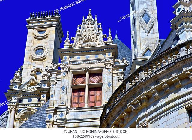 france, loire castles : chambord castle, outside, top