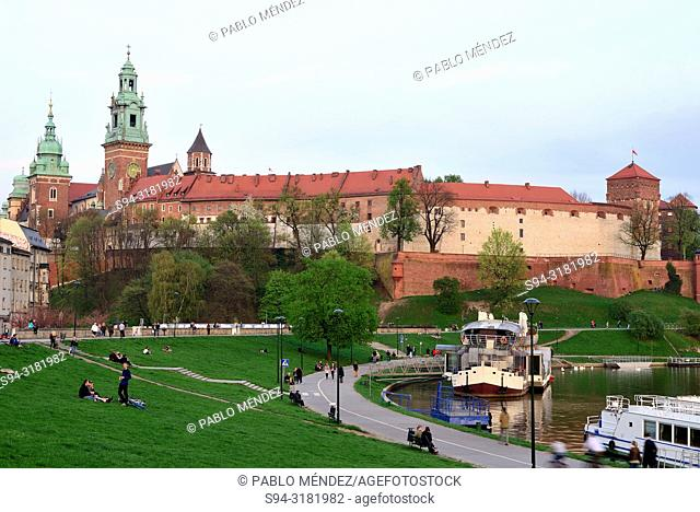 Wawel: View of the cathedral and fortress, Krakow, Poland