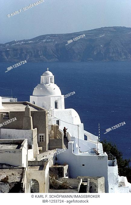 Fira town, houses and church on the cliffs, Santorini, Thira, Cyclades, Greece, Europe