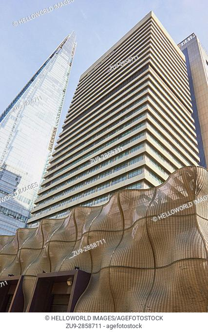 Boiler Suit, Guy's Hospital and the Shard, Southwark, London, England. . Woven stainless steel panels designed by Thomas Heatherwick