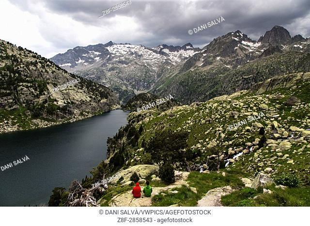 Aigüestortes and Estany de Sant Maurici National Park route linking the mountain retrets