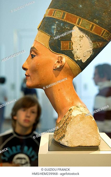 Germany, Berlin, Museum Island, listed as World Heritage by UNESCO, the Alten Museum Old Museum Egypt ancient bust of Queen Nefertiti to 1340 BC