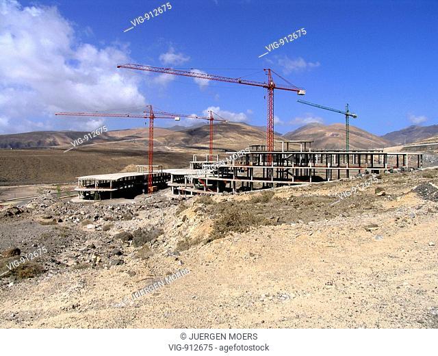 SPAIN, FUERTEVENTURA, 27.09.2007, Fuerteventura, Jandia, Sotavento: Hotel plants building site building ruin. - Sotavento, FUERTEVENTURA, SPAIN, 27/09/2007