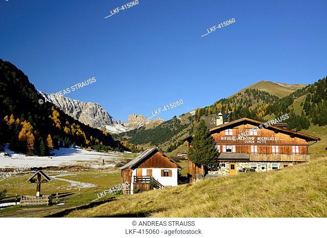 Micheluzzi alpine hut with Duron valley, Duron valley, Fassa valley, Rosengarten range, Dolomites, UNESCO World Heritage Site Dolomites, South Tyrol, Italy