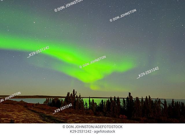 Aurora borealis over Ennadai Lake, Arctic Haven Lodge, Ennadai Lake, Nunavut, Canada