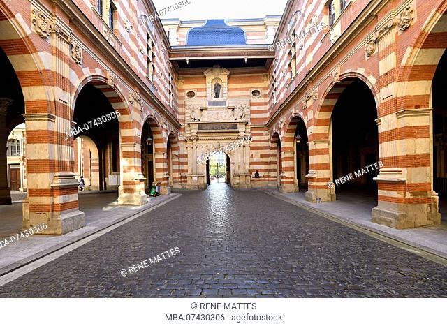 France, Haute Garonne, Toulouse, Capitole square, town hall, Henri 4 courtyard