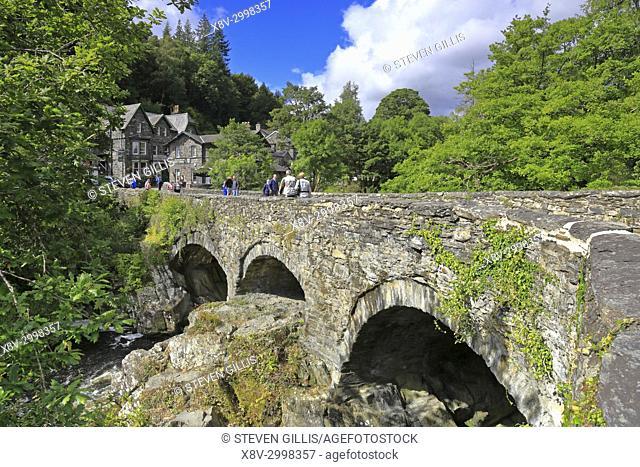 Pont-y-Pair Bridge over the Afon Llugwy, Betws-y-Coed, Snowdonia National Park, Conwy, North Wales, UK