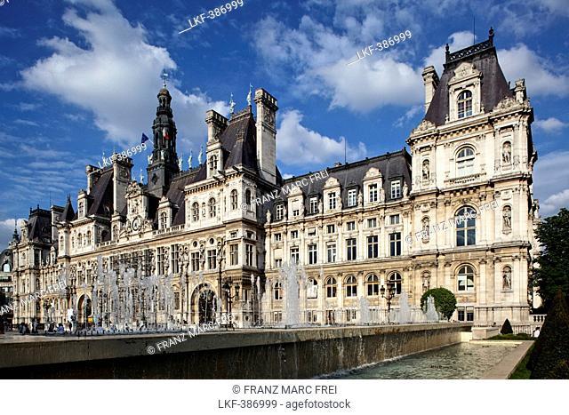 Hotel de Ville under clouded sky, Rue de Rivoli, Paris, France, Europe