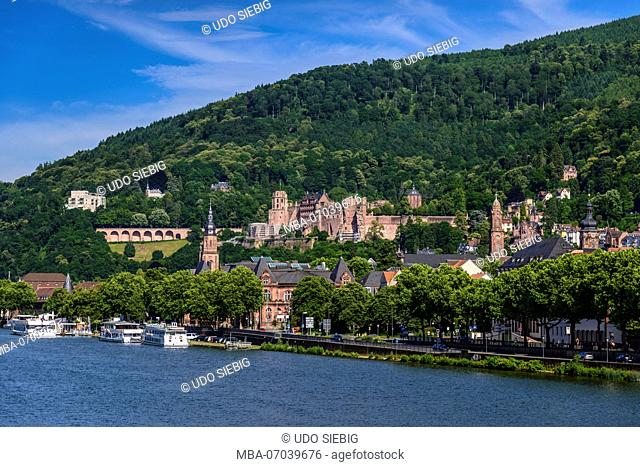 Germany, Baden-Württemberg, Odenwald, Heidelberg, old town with castle, view from Theodor-Heuss-Brücke