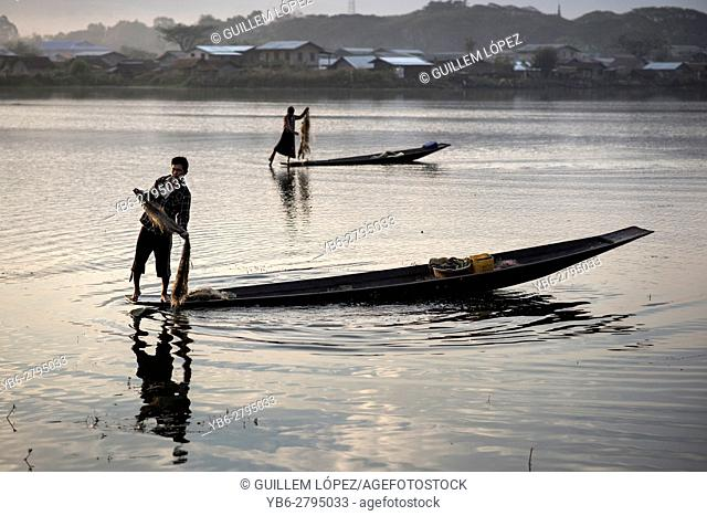 Fishermen at work in the Tharzi Pond in Nyaungshwe, Myanmar