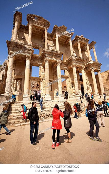 Tourists at the library of Celsus at the Roman ruins of Ephesus, Efes, Selcuk, Kusadasi, Turkey, Europe