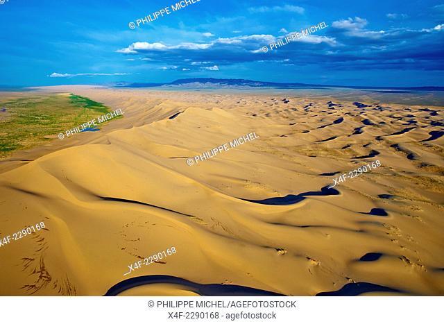 Mongolia, Omnogov province, National Park of Gobi, Gobi desert, Khongoryn Els dunes