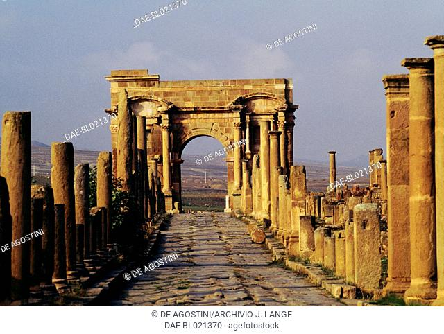 Decumanus and the Arch of Trajan, ruins of the Roman city of Timgad (formerly Thamugadi), founded in ca 100 AD by order of Trajan (Unesco World Heritage List