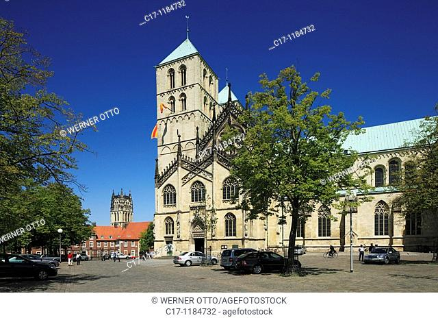 D-Muenster, Westphalia, Muensterland, North Rhine-Westphalia, Cathedral Square, Saint Paul Cathedral, in the background the Ueberwasser Church also named...