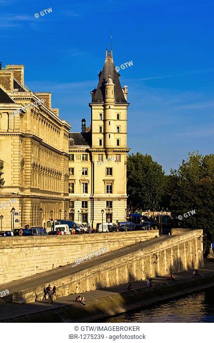 Quai des Orfevres, banks of the Seine, Ile de la Cite, Paris, France, Europe
