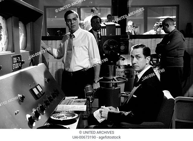 GOOD NIGHT, AND GOOD LUCK USA 2005 George Clooney Produzent Fred Friendly (GEORGE CLOONEY) und Edward R. Murrow (DAVID STRATHAIRN) im Studio Regie: George...