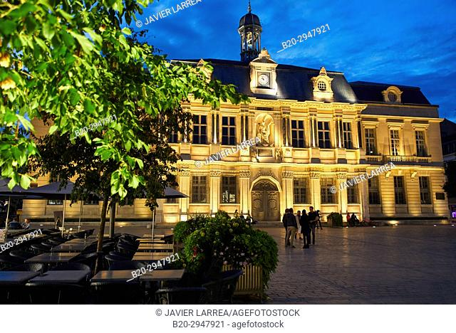 Hotel de Ville, Place Alexandre Israël, Troyes, Champagne-Ardenne Region, Aube Department, France, Europe