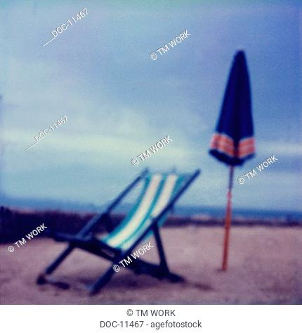 Sun chair and screen at the beach