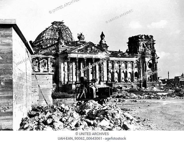 Berlin - Nachkriegsdeutschland - Berlin - Nachkriegsdeutschland, Juni 1945. Das zerstörte Reichstagsgebäude 1945 in Berlin