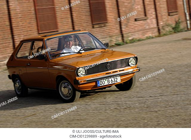Car, Polo GLS, model year 1975-1981, brown, orange, old car, 1970s, seventies, 1980s, eighties, driving, diagonal front, front view, city