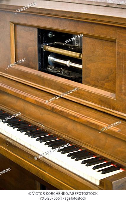 mechanical piano