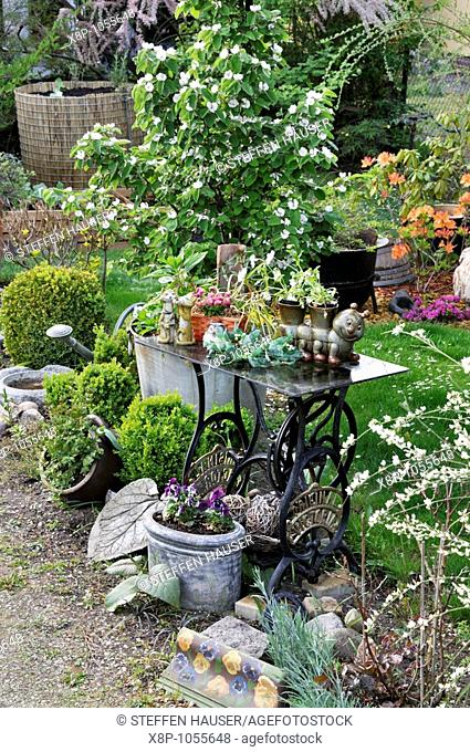 Garden decoration with old sewing machine