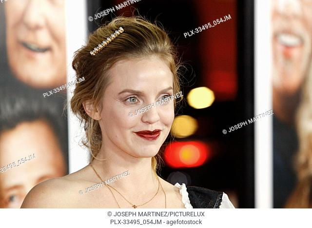"""Kelli Garner at the Premiere of Warner Bros' """"""""Father Figures"""""""" held at the TCL Chinese Theater in Hollywood, CA, December 13, 2017"""